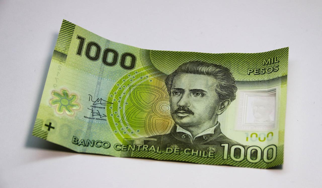 pesos-chilenos-ingreso-minimo-chile